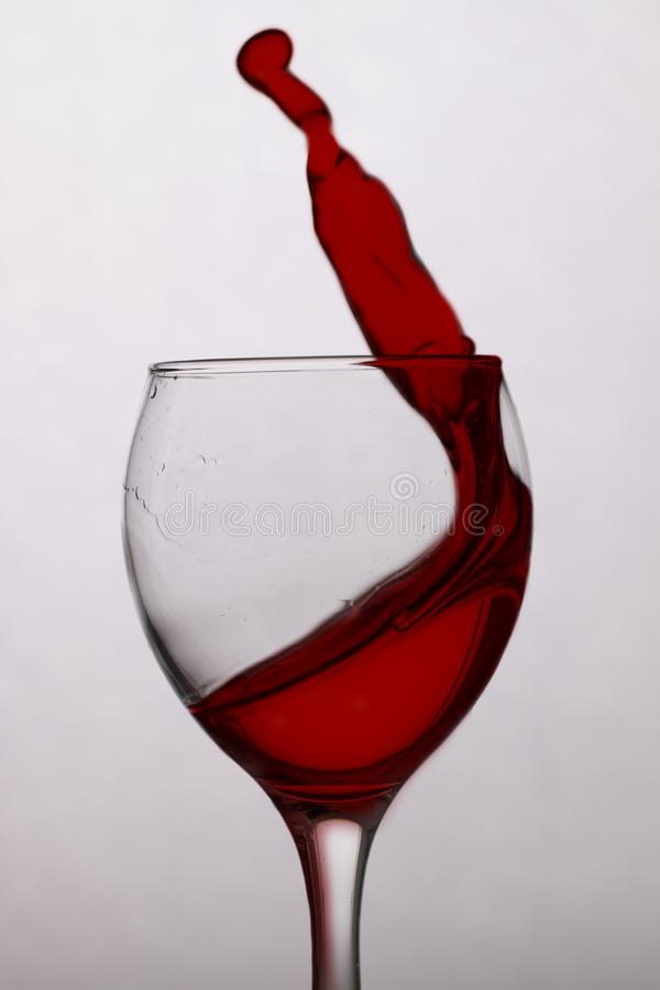 Vin rouge dans une glace photos libres de droits