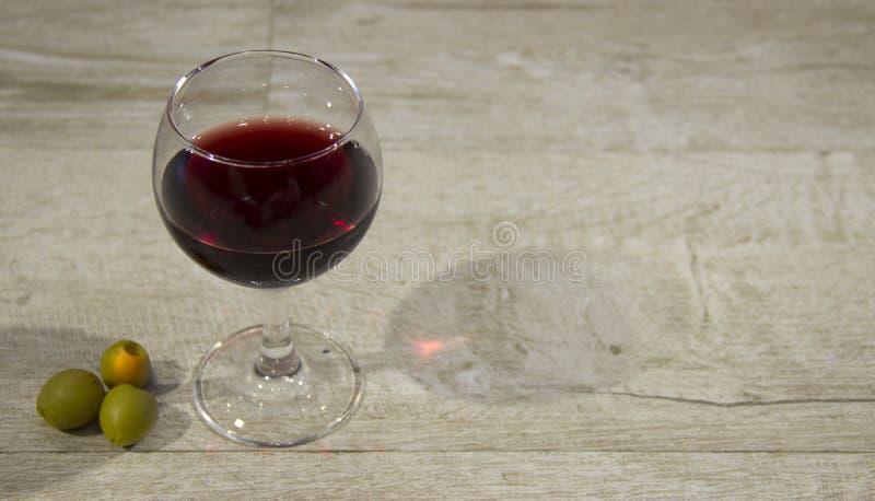 Vin rouge en verre images libres de droits