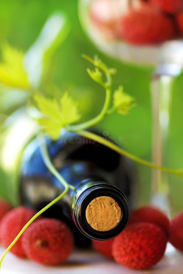 Vin rouge et fruits. photos stock