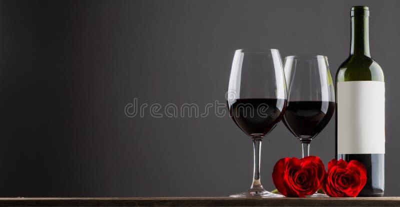 Vin rouge et roses photo stock