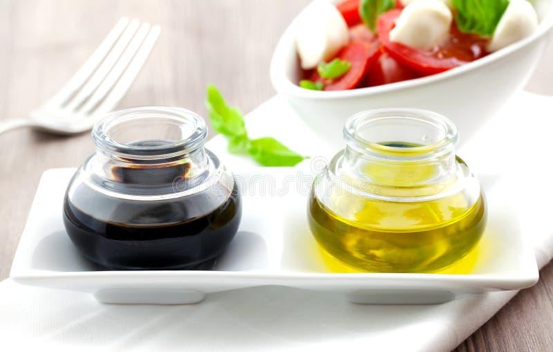 Vinaigre balsamique et huile d'olive images libres de droits