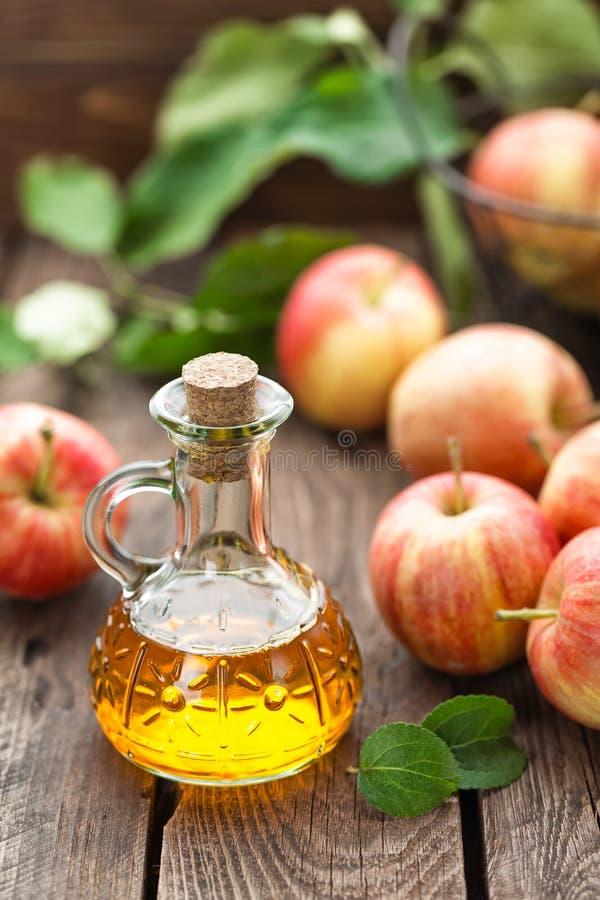 Vinaigre de cidre d'Apple photographie stock libre de droits