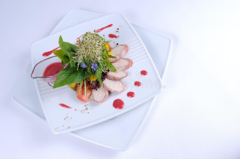 vinaigrette för sallad för baconguineahallon fotografering för bildbyråer