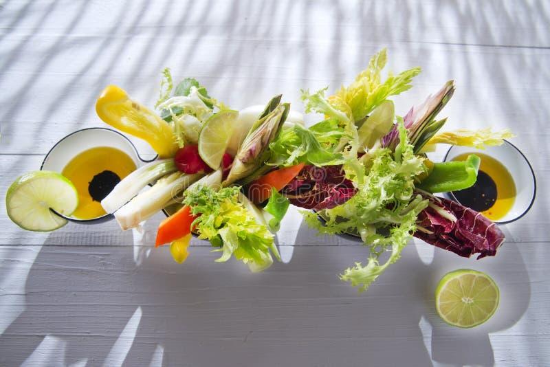 Vinaigrette z mieszanymi warzywami zdjęcie stock