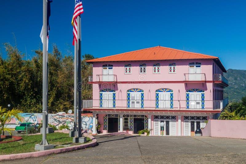 VINALES, CUBA - 18 DE FEBRERO DE 2016: Hotel Los Jazmines en el valle de Vinales, Cuba fotografía de archivo