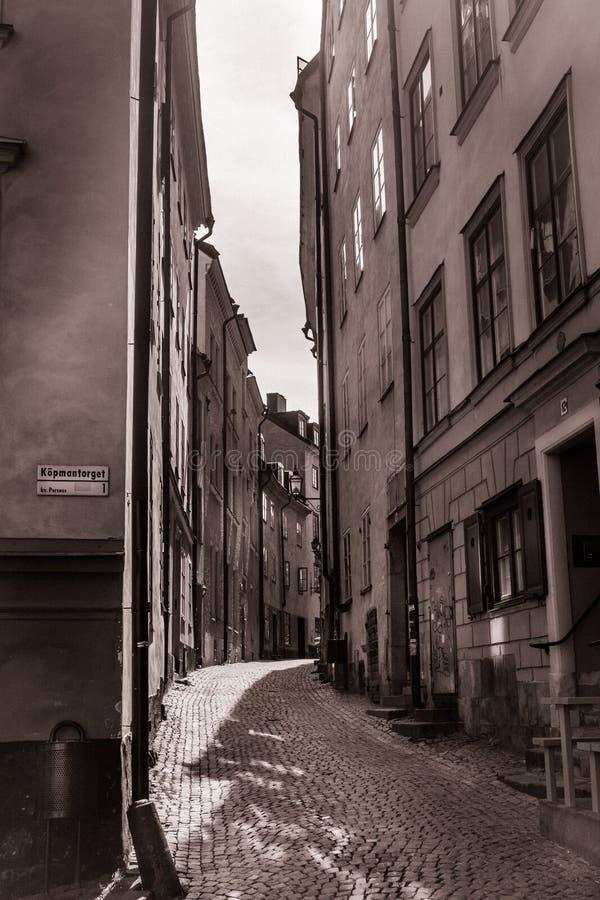 Vinatage, das Bild einer Gasse in der alten Stadt, Stockholm, Schweden schaut lizenzfreies stockbild