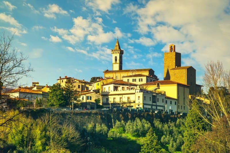 Vinci, berço Leonardo, linha do horizonte e oliveiras Florença, Toscana Itália fotos de stock