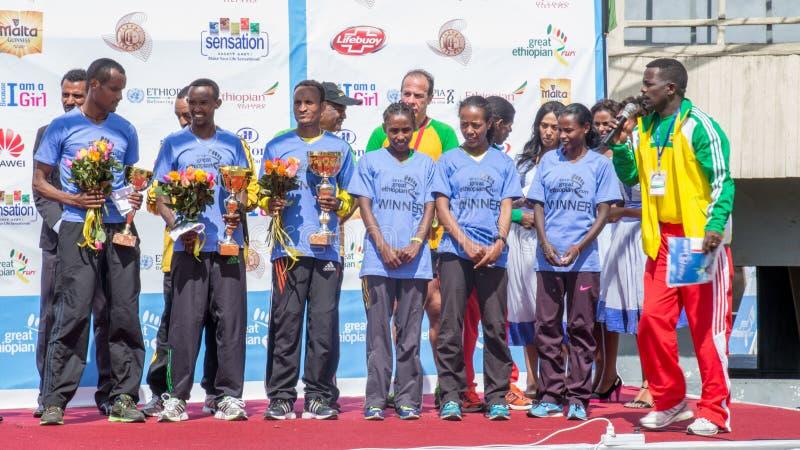 Vincitori della corsa della tredicesima edizione delle grandi donne etiopiche di funzionamento fotografia stock