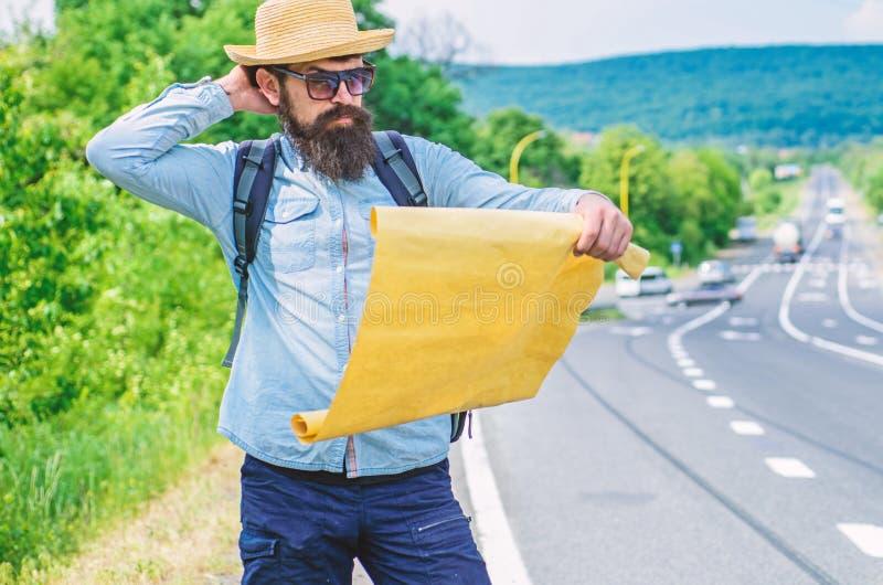 Vind het grote blad van de richtingskaart van document Waar indien ik ga Toeristen backpacker kaart het verloren richting reizen  stock afbeeldingen