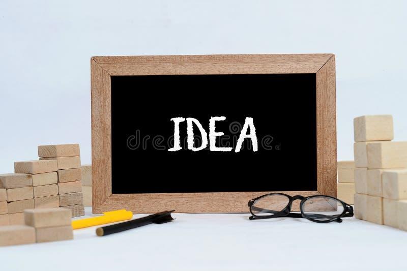 Vind IDEE voor bedrijfsconcept of bedrijfsstrategie om beste doel op goede visie en opdracht in bedrijfsdoel te krijgen IDEEtekst stock afbeeldingen