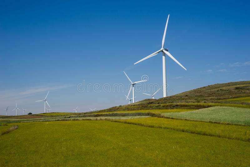 Vindkraftturbin royaltyfri foto