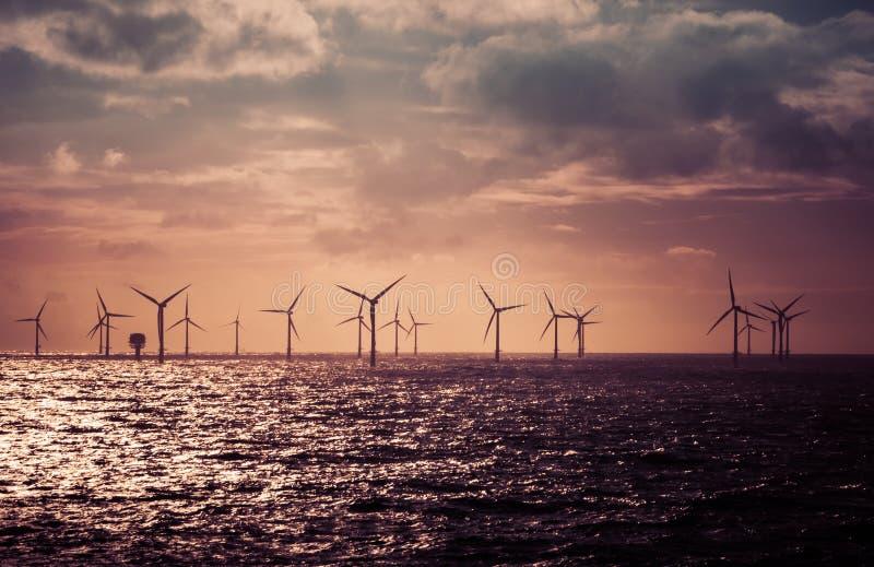 Vindturbiner i Nordsjön arkivbilder