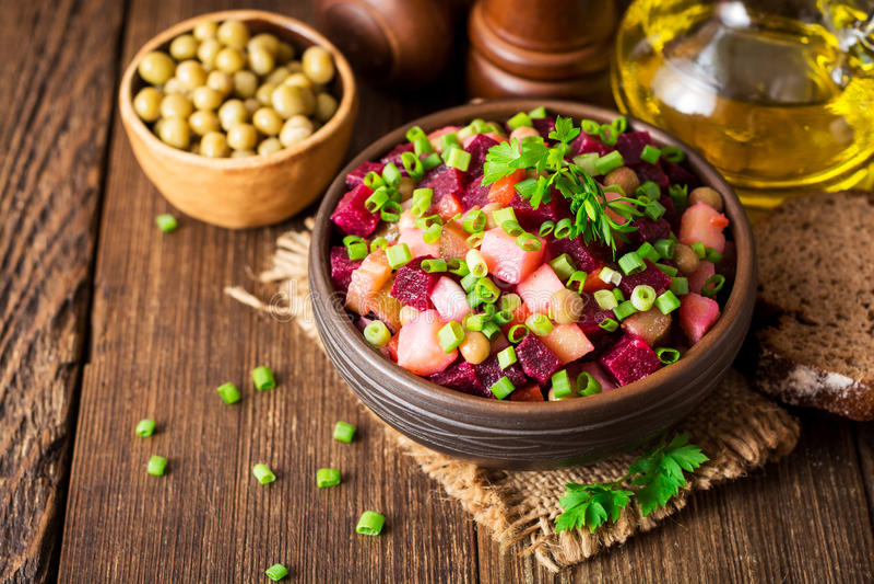Vinegret -传统俄国菜沙拉 库存图片