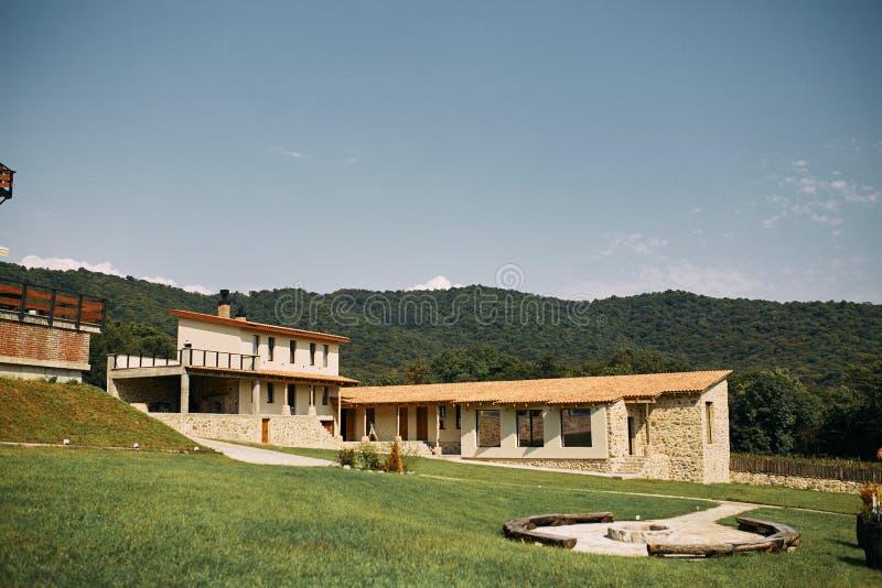 Vingårdar av det nordliga Georgia vinlandet chateau arkivfoton