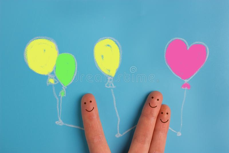 Vingerkunst van vrienden Het concept een groep mensen het lachen holdingsballons royalty-vrije illustratie