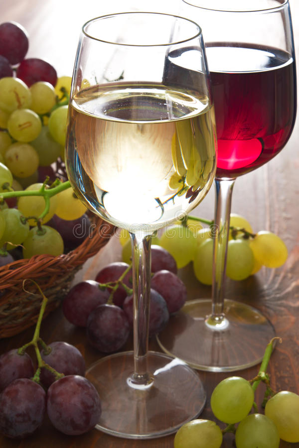 Download Vinho imagem de stock. Imagem de macro, vermelho, escuro - 16871907