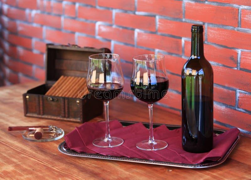 Vinho e charutos foto de stock royalty free