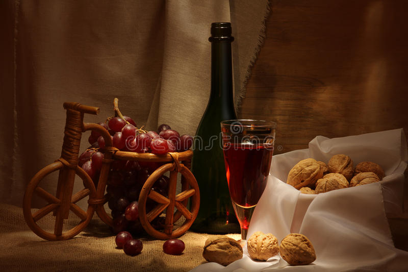 Vinho e nozes foto de stock