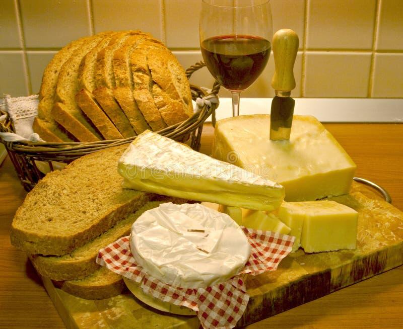 Vinho e queijo do pão imagem de stock