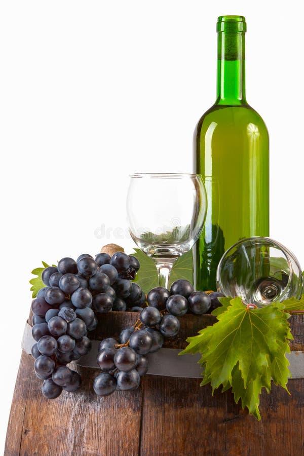 Vinho e uvas no tambor fotos de stock royalty free