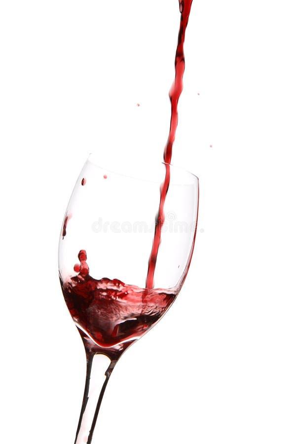 Vinho que derrama no vidro fotografia de stock