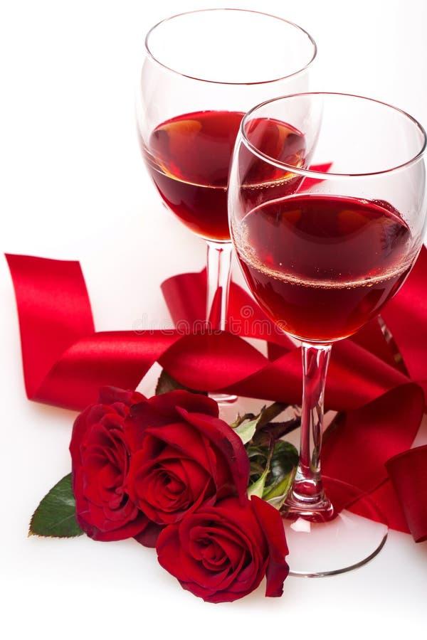 Vinho tinto e rosas imagem de stock royalty free