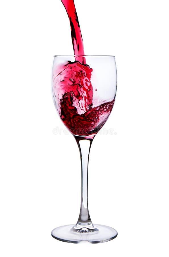 Vinho tinto que derrama no vidro fotografia de stock royalty free