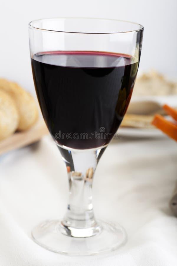 Vinho vermelho e aperitivos foto de stock