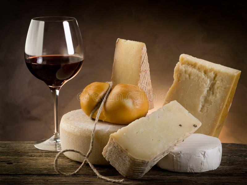 Vinho vermelho e queijo foto de stock royalty free