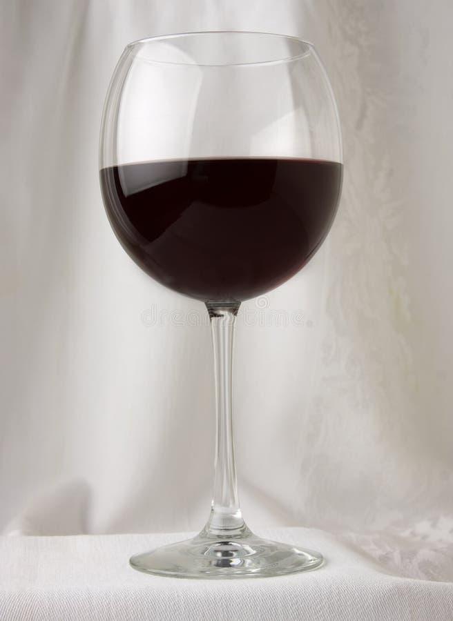 Download Vinho vermelho em um vidro imagem de stock. Imagem de álcool - 16859085