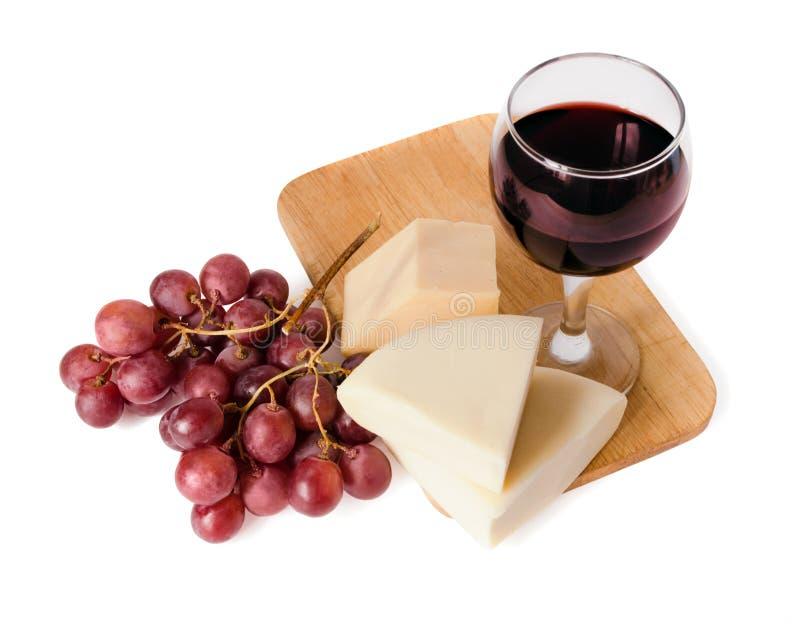 Vinho vermelho, queijo e uva fotografia de stock