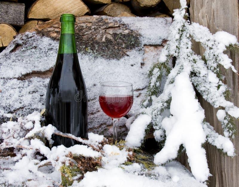 Vinho vermelho refrigerado imagens de stock royalty free