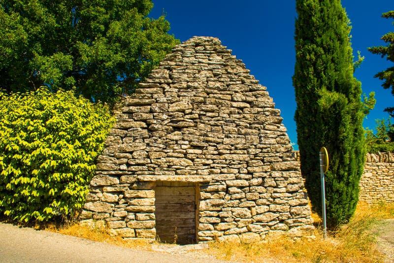 Vinkällare i forntida medeltida by av Gordes, Provence, Frankrike arkivfoton