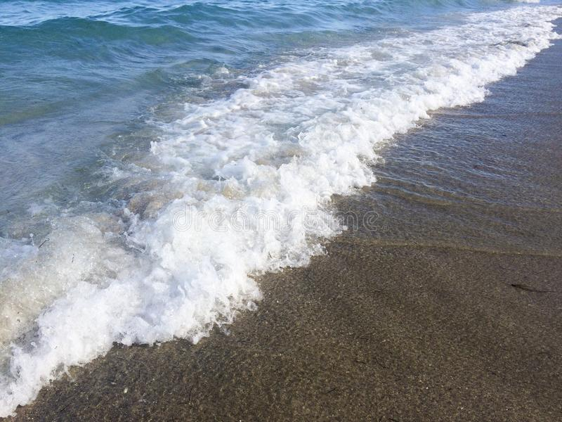 Vinka på stranden royaltyfri fotografi