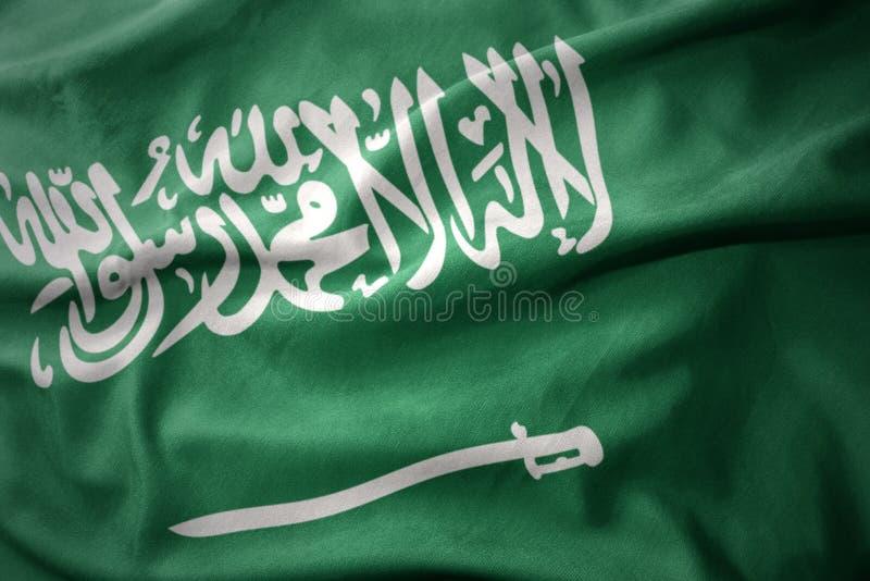 Vinkande färgrik flagga av Saudiarabien royaltyfri bild
