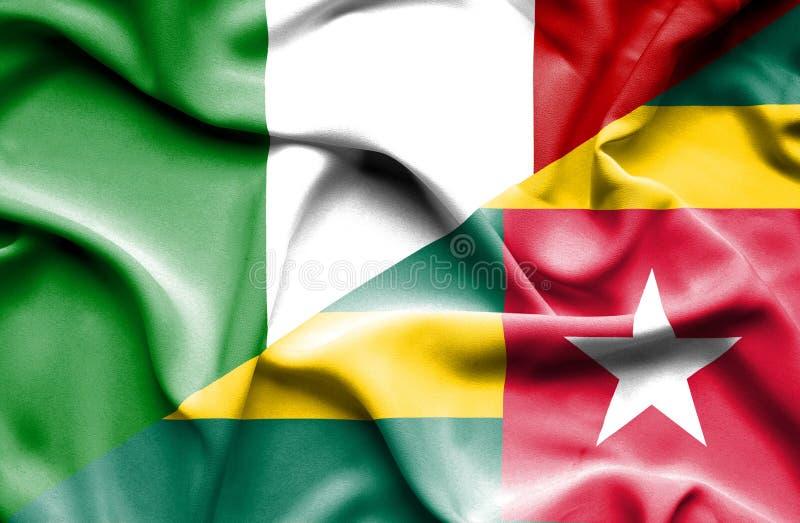 Vinkande flagga av Togo och Italien royaltyfri illustrationer