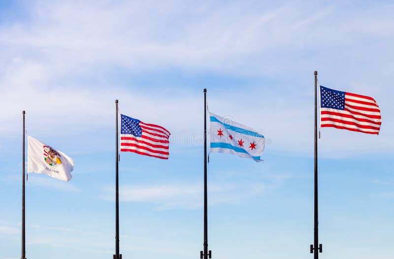 Vinkande flaggor av staten av Illinois, Förenta staterna och av arkivfoto