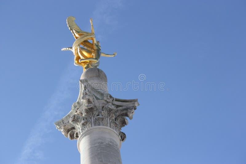 vinkel sky2 arkivfoton