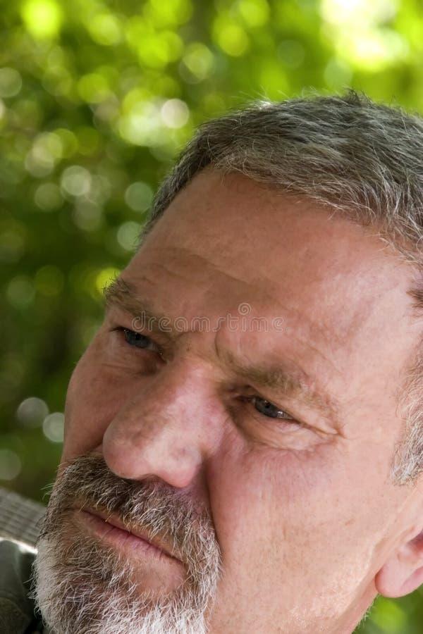 vinkel som ser bort mannen fotografering för bildbyråer