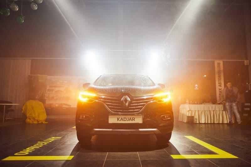 Vinnitsa, Ουκρανία - 21 Μαρτίου 2018 Renault Kadjar - παρουσίαση αυτοκινήτων νέων μοντέλων στην αίθουσα εκθέσεως - μπροστινή άποψ στοκ φωτογραφία