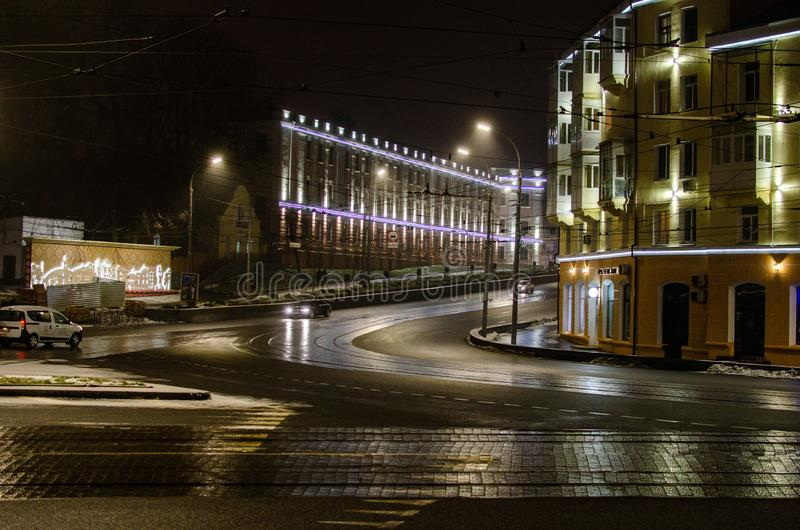 Vinnitsa - miasto w Ukraina iluminował nocy światłami obraz royalty free