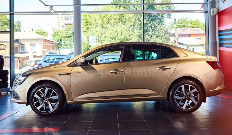 Vinnitsa, Oekraïne - 7 augustus 2019. Renault Megane - nieuwe modelpresentatie voor auto's in showroom - zijaanzicht royalty-vrije stock fotografie