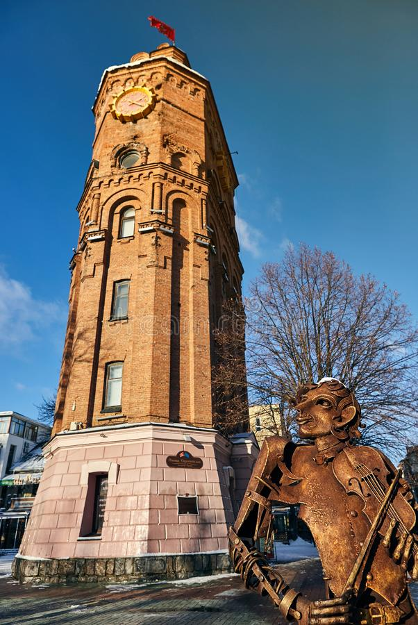 Vinnitsa, Ucrânia - 28 de novembro de 2018: Torre de água no quadrado europeu em Vinnitsia fotografia de stock