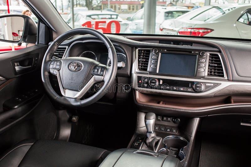 Vinnitsa Ukraina - Januari 10, 2018 Toyota högländarebegrepp arkivbild