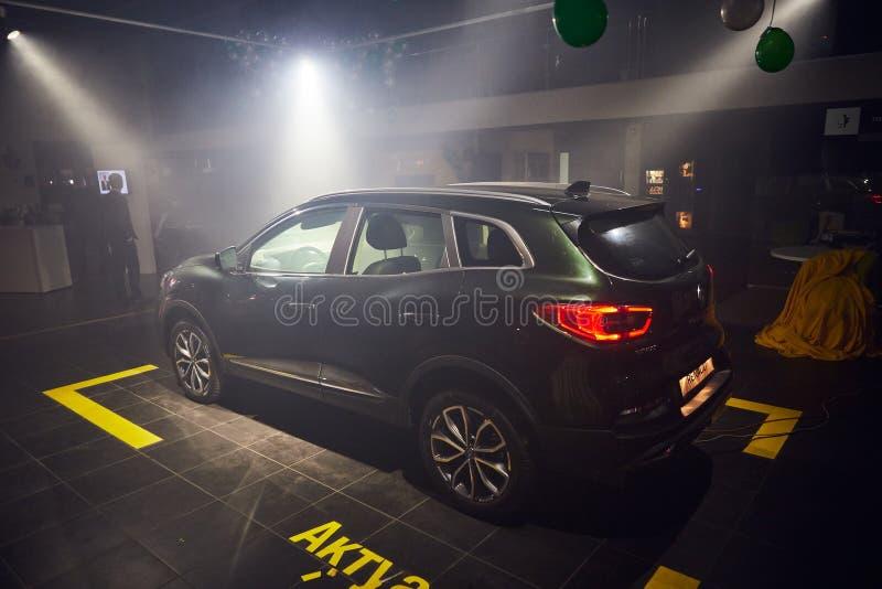 Vinnitsa Ukraina - mars 21, 2018 Renault Kadjar - presentation för bil för ny modell i visningslokal - baksidasikt arkivfoto