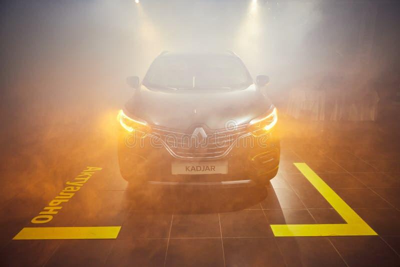 Vinnitsa Ukraina, Marzec, - 21, 2018 Renault Kadjar frontowy widok - nowego modela samochodu prezentacja w sali wystawowej - obraz stock