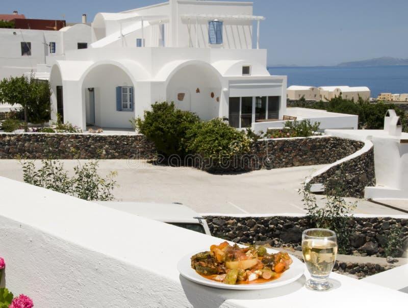 Vino bianco v delle verdure greche dell'isola immagini stock
