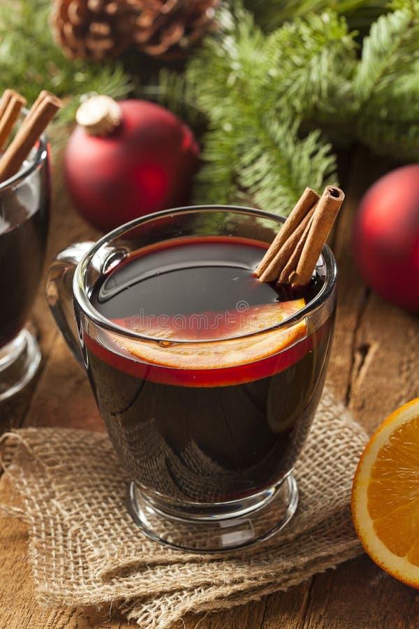 Vino condimentado candente festivo para la Navidad foto de archivo