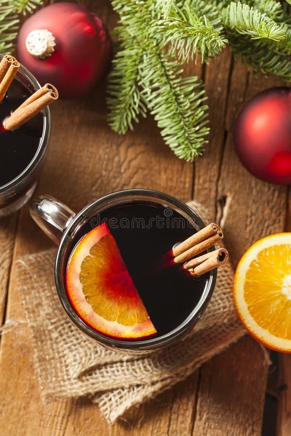Vino condimentado candente festivo para la Navidad imagen de archivo