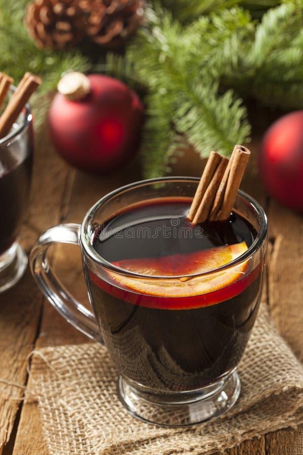 Vino condimentado candente festivo para la Navidad imagenes de archivo